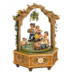 TEMPORARILY OUT OF STOCK - Katrinchens Kinderzeit Music Box Original HUBRIG Wooden Figuren