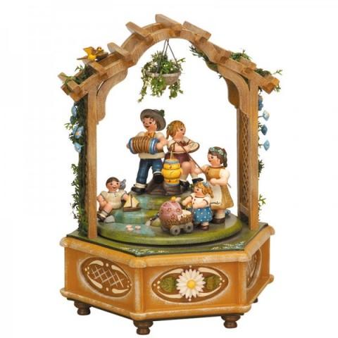 TEMPORARILY OUT OF STOCK - Katrinchens Kinderzeit Music Box Original HUBRIG Wooden Figuren