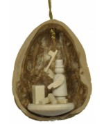 Walnut Shell Hanging Holzhacker